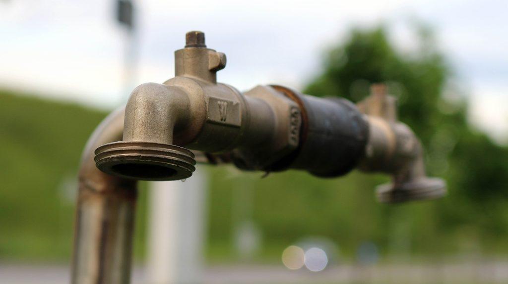 この土地は売れない 水道管が人のもの